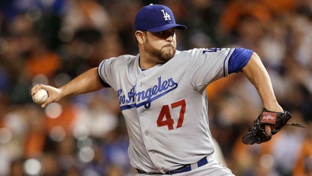 Baseball Action: Giants Defeat Dodgers 6-4
