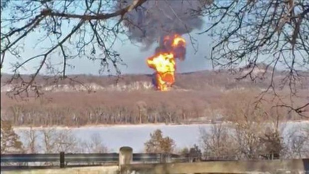 [CHI] Derailments Put Safety Record of Crude Oil Trains in Question