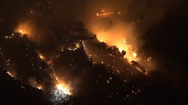 [NATL] Getty Fire in LA Burns 400 Acres, Forces Evacuations