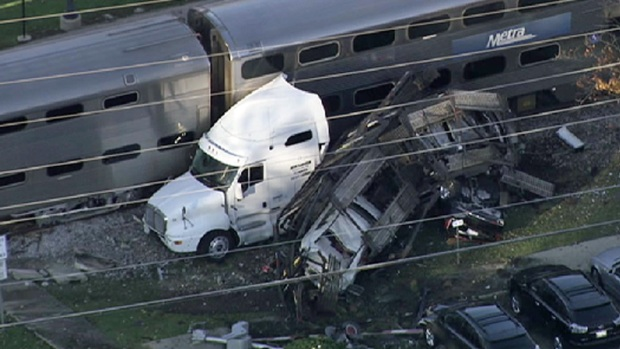 [CHI] Raw: Metra Train, Truck Collide in Bartlett