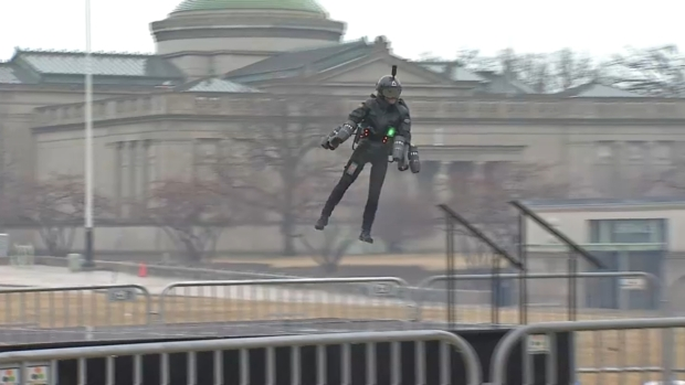 [CHI] Man in Jet Suit Zooms Around Outside Museum of Science and Industry