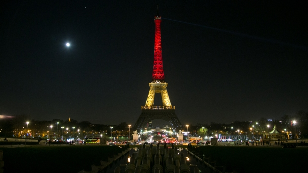 [NATL] Global Landmarks Light Up After Brussels Attack