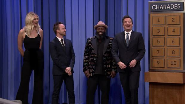[NATL] 'Tonight': Charades With Aaron Paul and Karlie Kloss