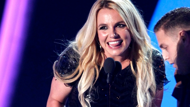 Britney Takes Home MTV's Video Vanguard Award