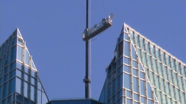 [NATL-DGO] Window-Washer Basket Swings Wildly Above Oklahoma City High-Rise