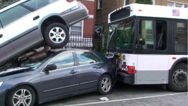 [CHI] CTA Bus Crash Damages 21 Cars