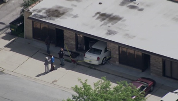 [CHI] Raw Video: Car Crashes Into Building