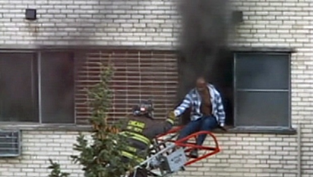 [CHI] Dramatic Fire Rescue Captured on Video