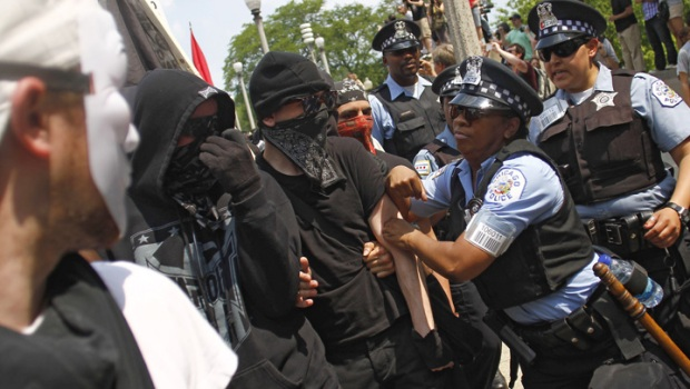 [CHI] Police Clash With Black Bloc