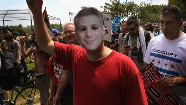 Protestors Descend on Mayor Rahm Emanuel's Home