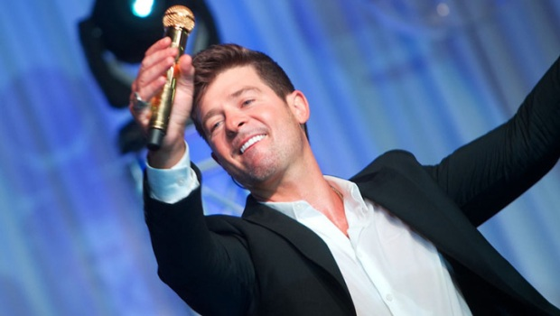 Robin Thicke Plays Private Mag Mile Show