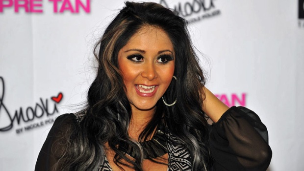 Snooki Promotes Tanning Lotion in Hoffman Estates