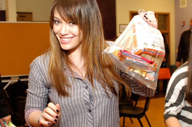PHOTOS: Hilary Duff Visits Chicago School
