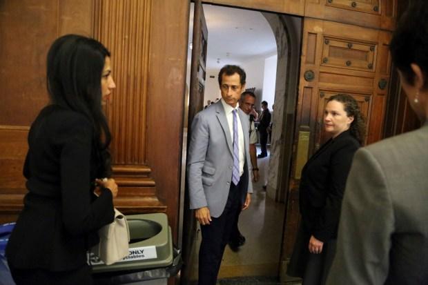 Anthony Weiner, Huma Abedin Appear Before NYC Judge Handling Divorce Case