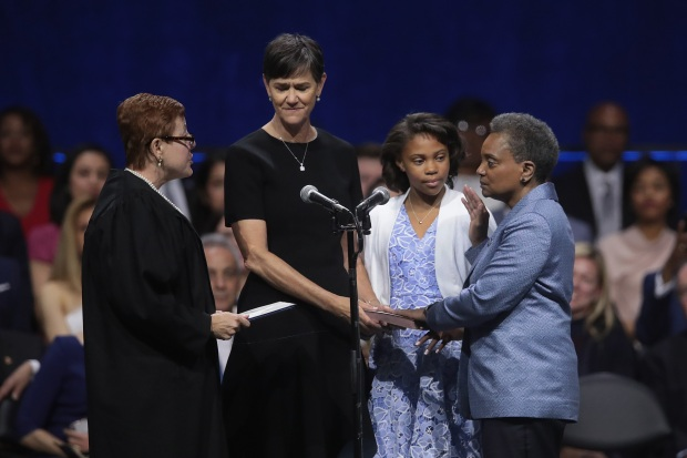 [CHI] Lightfoot Sworn in as Chicago's 1st Black Female Mayor