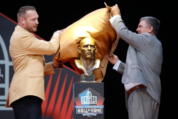 Chicago Bears Brian Urlacher Inducted Into Pro Football Hall of Fame
