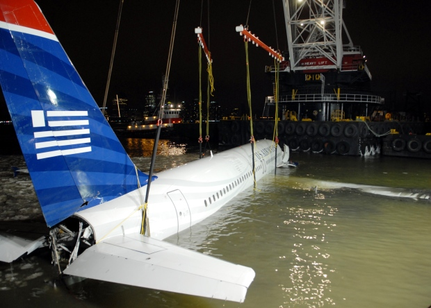[NY] Video: US Airways Plane Lifted from Hudson