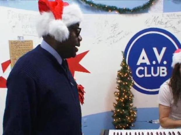 [CHI] Chicago Mailman Is A Christmas Web Sensation