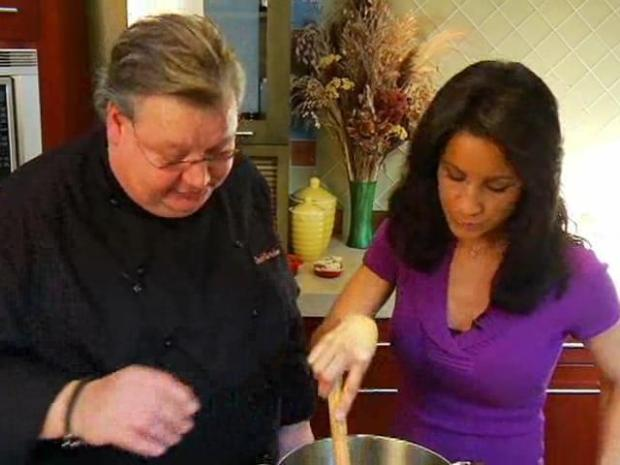 [CHI] Chef Dave Danielson Prepares Bison Chili