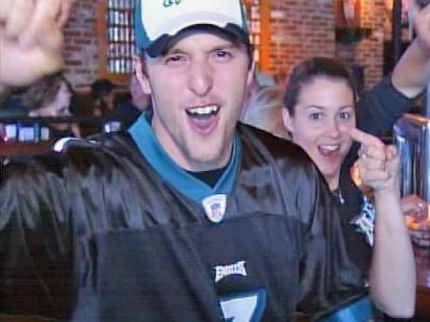 [PHI] Some Cheering Eagles Fans Want More Vick