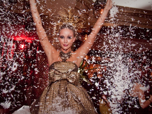 Glitter Party: Less Clothing, More Feathers!