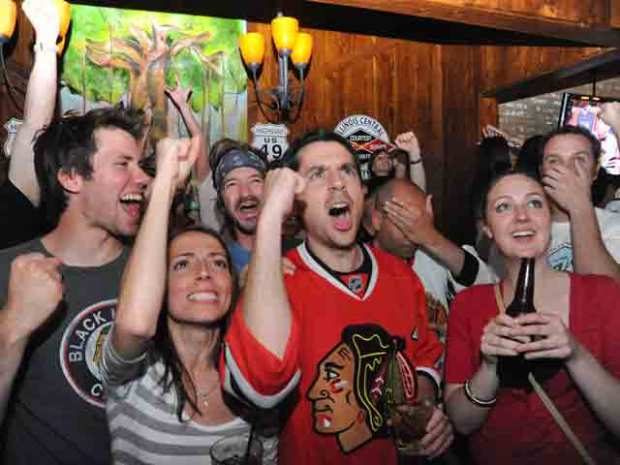 [CHI] Madhouse on Madison: Blackhawks Fans Flock to United Center