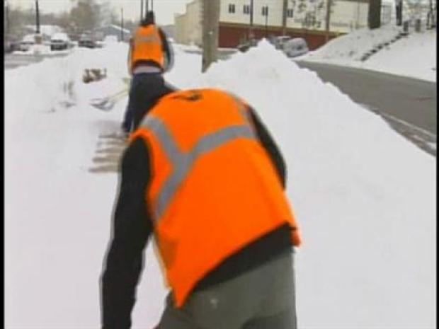 [CHI] NW Indiana Digs Out From Early-Morning Snowfall