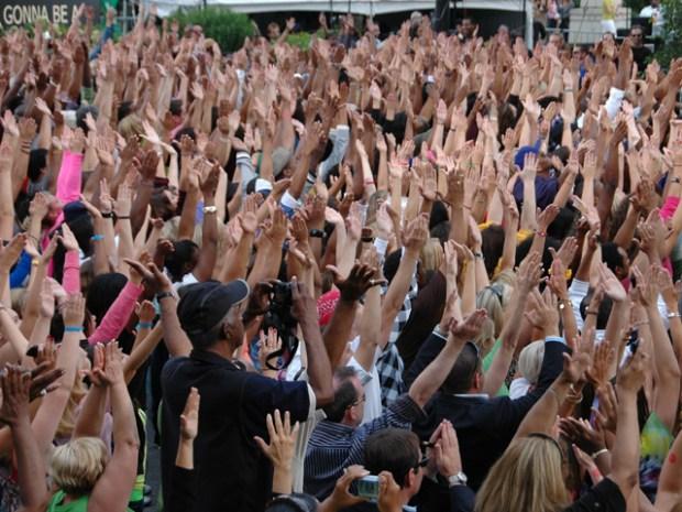 [CHI] Oprah's Synchronized Crowd Dance