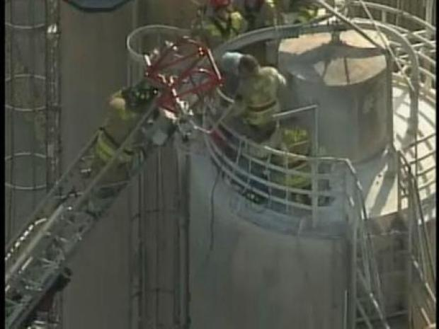 [PHI] Man Rescued From Flour Silo