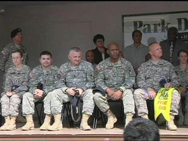 [CHI] Gov. Quinn Welcomes Soldiers Home from Iraq