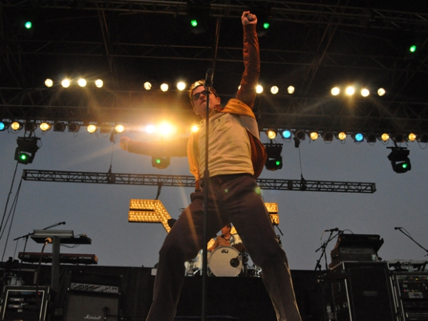 Screen Grabs: Weezer Rocks Del Mar