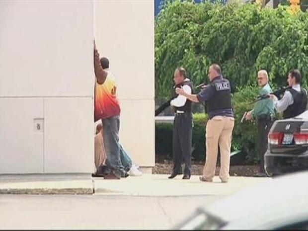 [CHI] Police Detain Bank of America Customers at Gunpoint