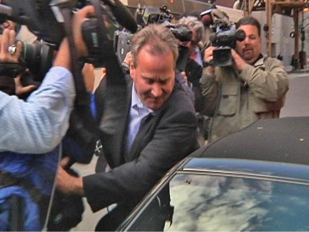 [CHI] Michael Barrett Struggles with Reporters After Release from Jail