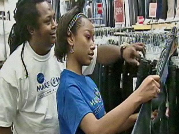 [CHI] Make-A-Wish Grants Teen All-Day Shopping Spree