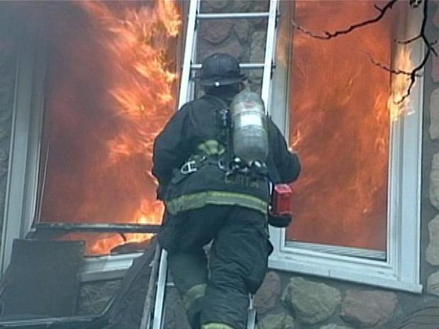 [CHI] Mother, Child Rescued from Little Village Blaze