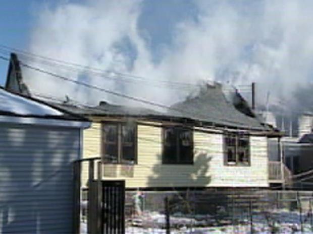 [CHI] Fatal Fire Tears Through Cicero Homes