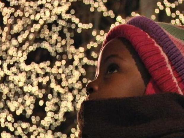 [CHI] Thousands Descend on Mag Mile for Festival of Lights