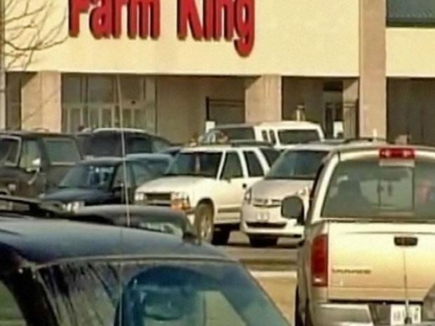 [CHI] Police Surround  Farm Supply Store