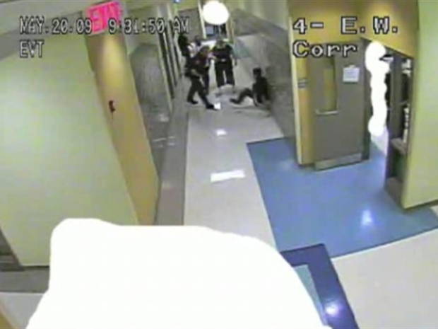 [CHI] Surveillance Video Captures Struggle Between Cop, Student