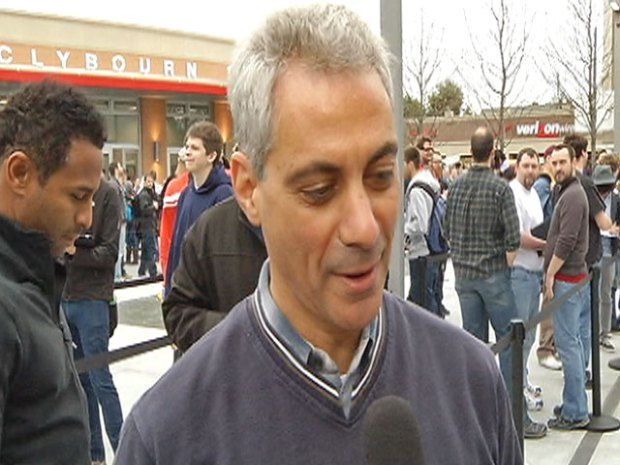[CHI] Rahm Campaigns, Talks Education at Apple Store Opening