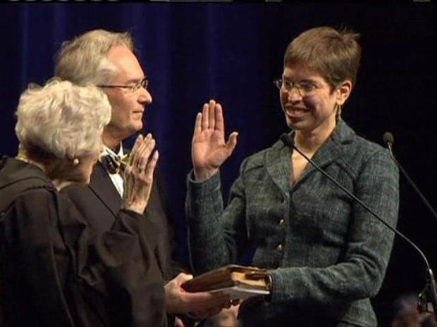 [CHI] Simon Takes Oath of Office