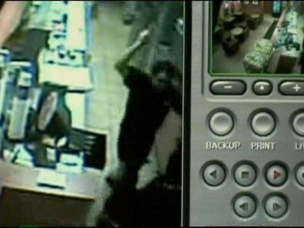 [CHI] Surveillance Video: Subway Restaurant Robbery Attempt