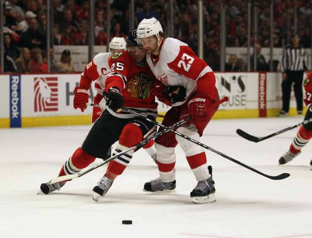 Red Wings Stop Blackhawks on Final Day