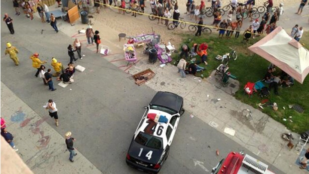 [PHOTOS]Hit-and-Run Driver Plows Car Into Crowd on Venice Boardwalk