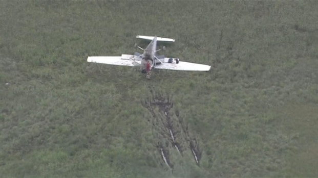 [CHI] Plane Flips in Burbank Field