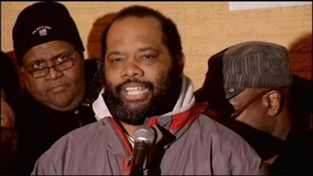 [CHI] Pastor on Roof Comes Down, Thanks to Tyler Perry