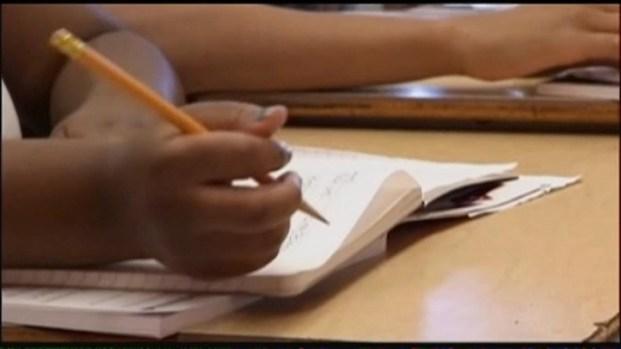 [CHI] CPS CEO Seeks Delay in School Closings Report