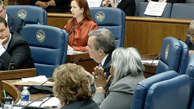 [CHI] Cook County Commissioners Divided On Detainer Ordinance