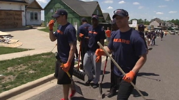 [CHI] Bears Rookies Help Washington Tornado Victiims