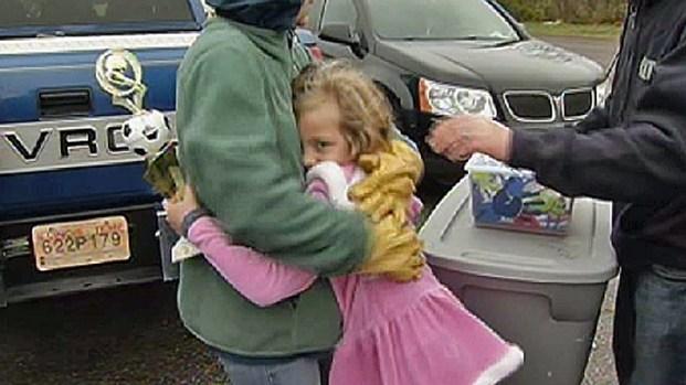 [CHI] Girl Finds Soccer Trophy Among Tornado Debris
